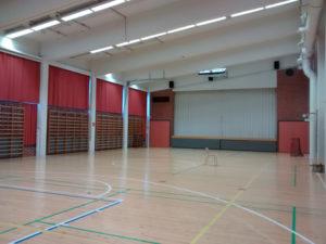 Emäkosken koulun liikuntasali.