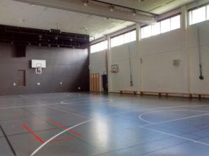Nokian koulun liikuntasali.