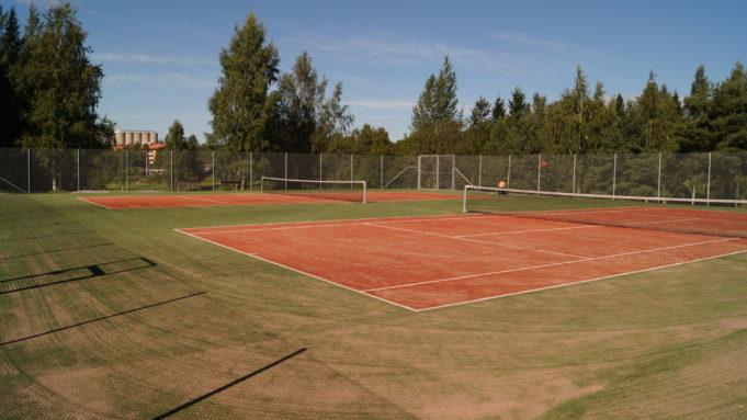 Nokian keskuskentän tenniskentät.
