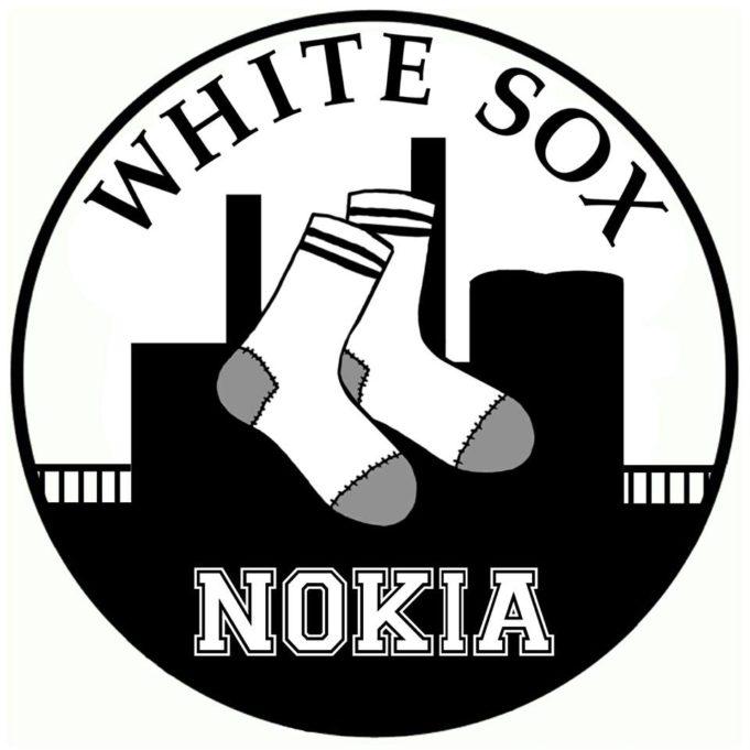 White Sox-seuran logossa on valkoinen sukkapari tehtaan siluetin pääällä.