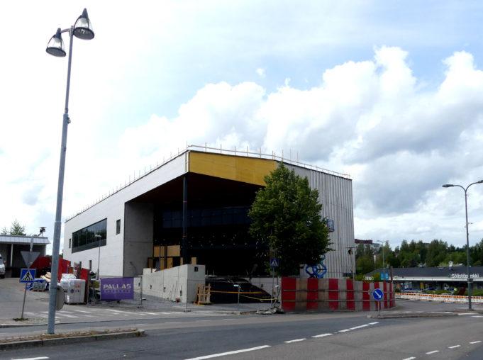 Uusi kirjasto- ja kulttuuritalo rakennusvaiheessa kuvattuna Härkitieltä.