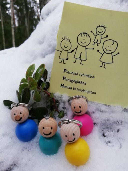 Perhepäivähoidon ideologiaa. Pienessä ryhmässä pedagogiikkaa sekä hoivaa ja huolenpitoa.