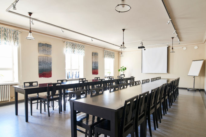 Valoisa Polonin sali on nimetty talon rakennuttajan Eduard Ponin mukaan.