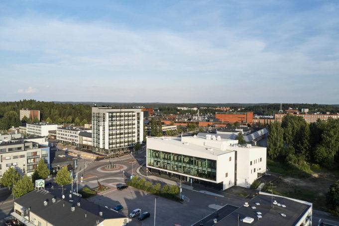Ilmakuva Nokian keskustasta, jossa näkyy uusi kirjasto- ja kulttuuritalo Virta